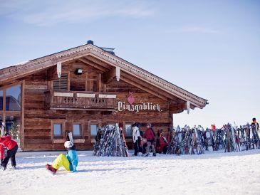 Ski lodge Pinzgablick
