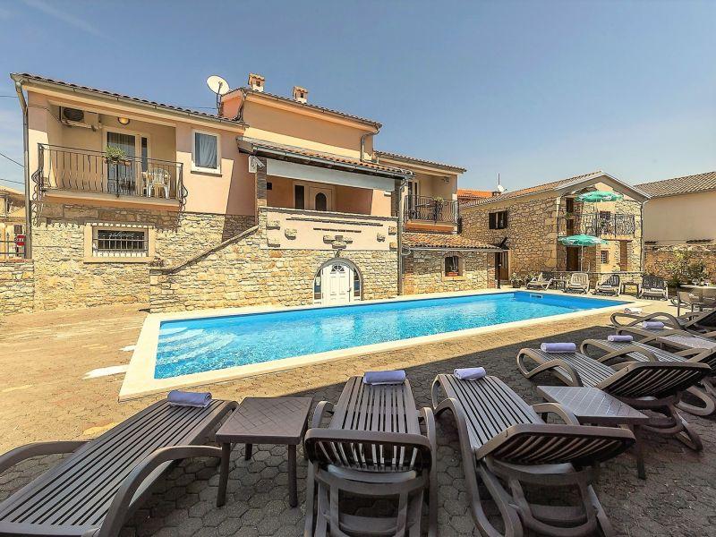Apartment Noemi II Villa Valtrazza