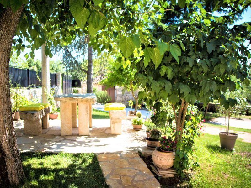 Apartment Ire mit Garten