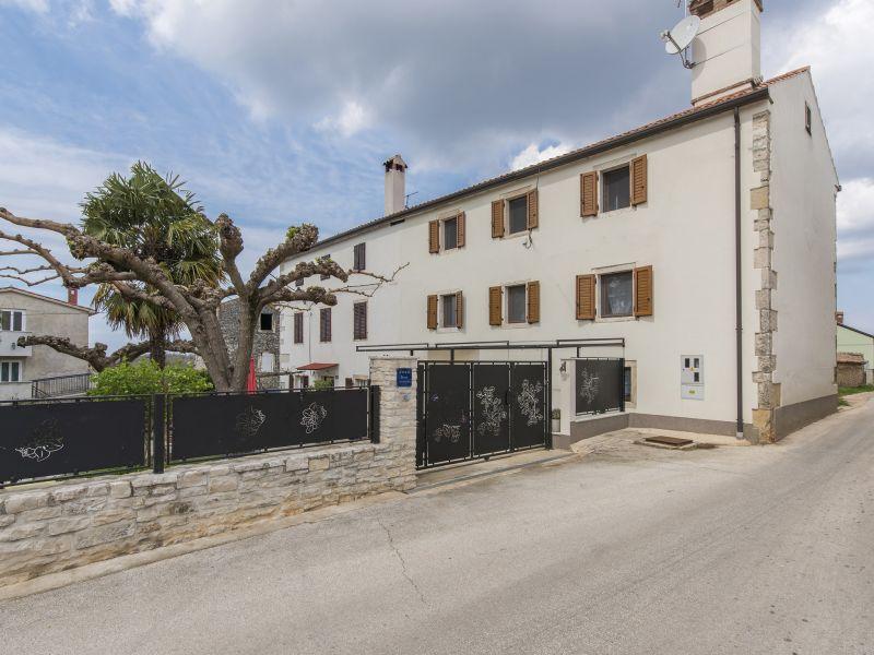 Apartment Claire mit Terrasse