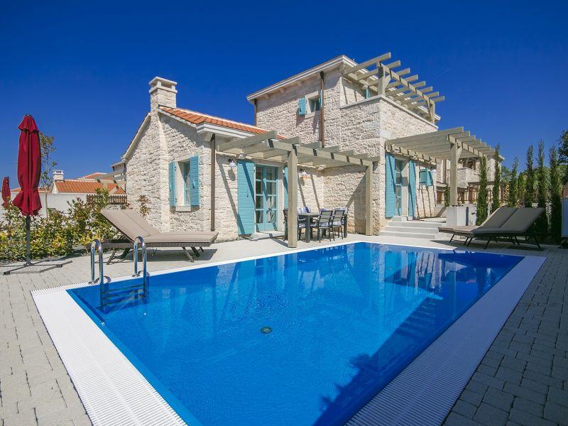 Villa Zorritta with private pool near beach