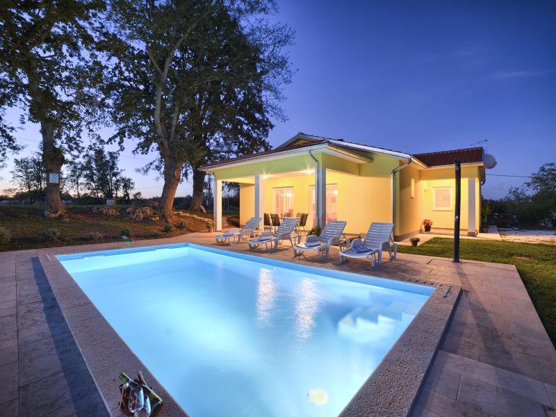 Villa Paradiso mit privatem Pool in Nähe von Pula