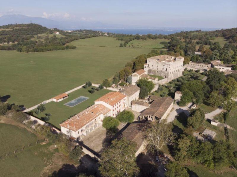 Ferienwohnung Luxusappartement mit Pool in historischer Umgebung am Gardasee