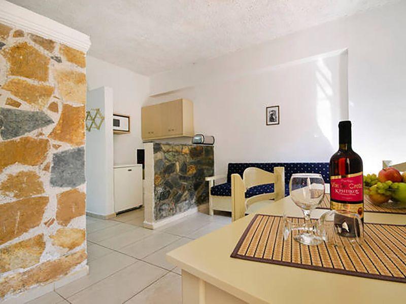 Studio apartment by the sea. 112