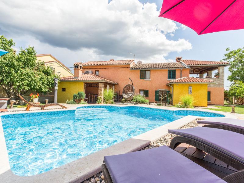 Villa Loreta mit Pool