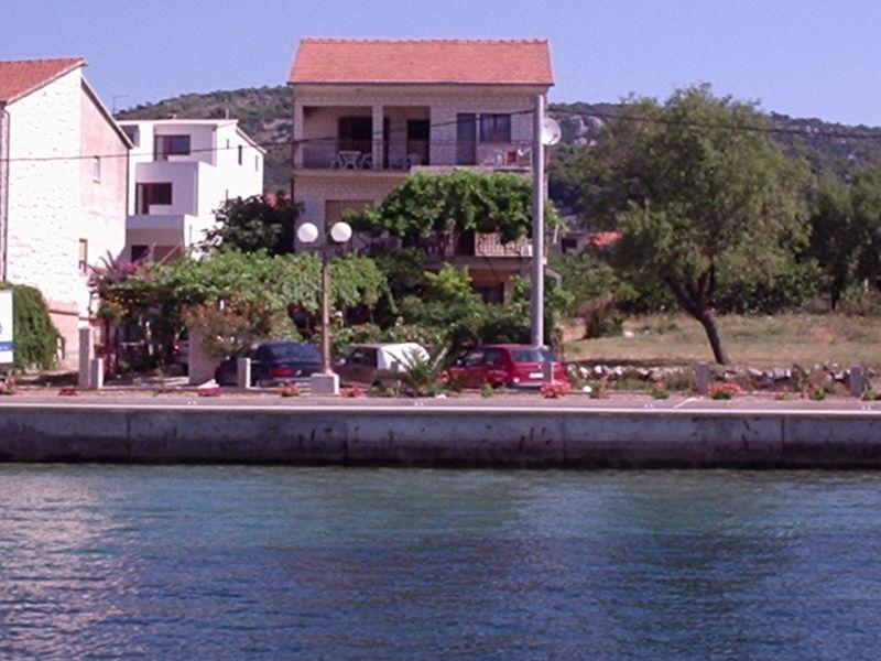 Apartment 10 m zum Meer, Terrasse, Jacuzzi