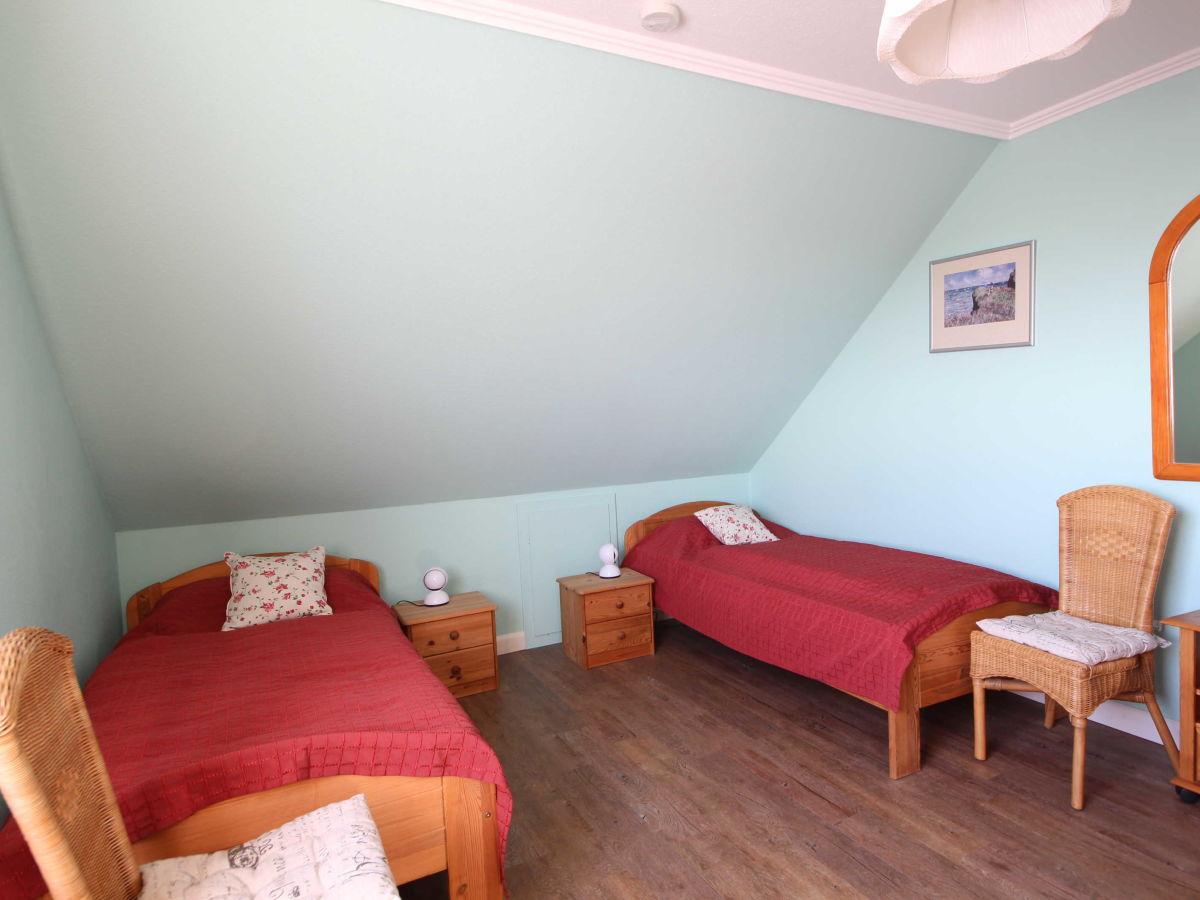 ferienwohnung 2 im haus heike utersum firma ferien auf f hr gmbh frau ingrid weber. Black Bedroom Furniture Sets. Home Design Ideas