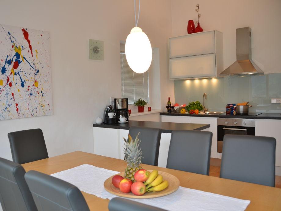 Die voll ausgestattete Wohnküche für 2 bis 10 Gäste