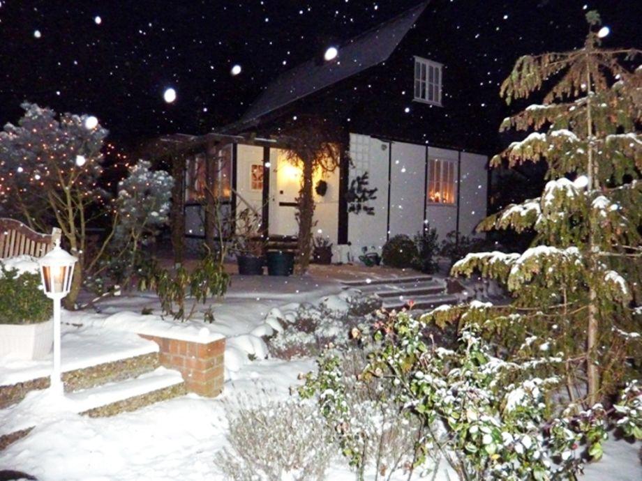 'Das Kleine Landhaus' im Winter mit Kamin
