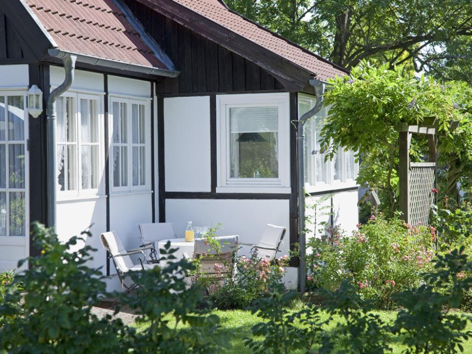 ferienhaus 39 kleines landhaus im gr nen 39 ostsee l becker bucht gr mitz an der sonnenseite. Black Bedroom Furniture Sets. Home Design Ideas