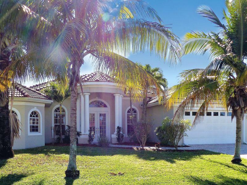 Villa Royal Living