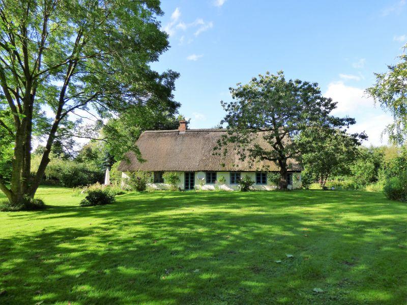 Landhaus Reetdachkate in der Wiese