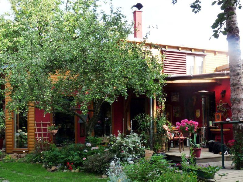 Rotes Kreativ-Ferienhaus