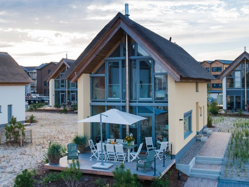 """Ferienhaus Ostsee - Reetdachhaus Nr. 42 """"Villa Riviera"""" im Strand Resort"""