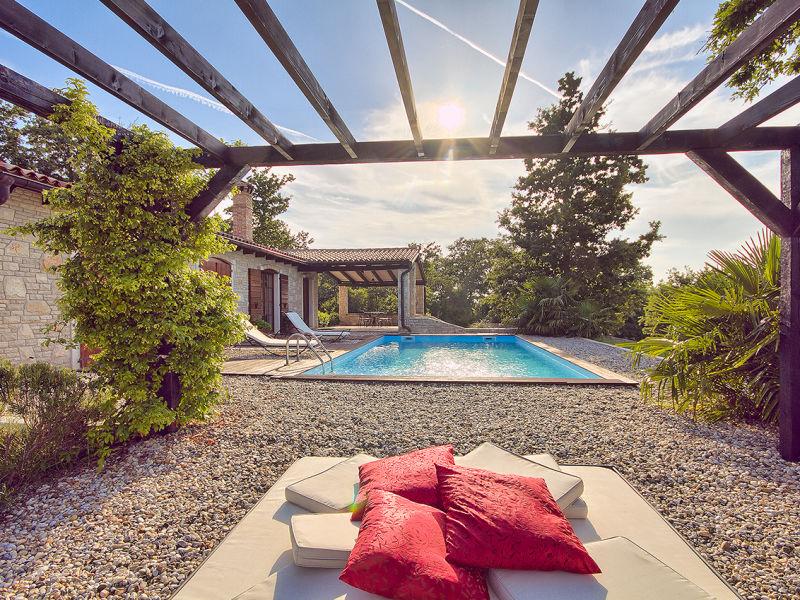 Villa Angelina - pool & tennis court
