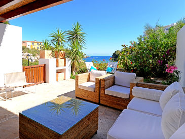 Holiday house La Marina, house directly by the beach