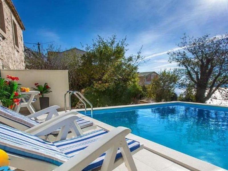 Ferienhaus Lina mit Pool