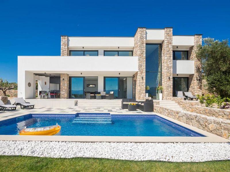 Villa mit Pool & Meerblick