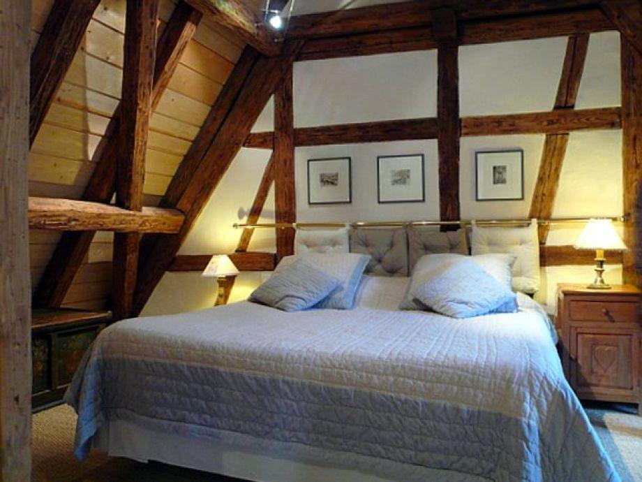 Schlafzimmer mit Bett 180x200