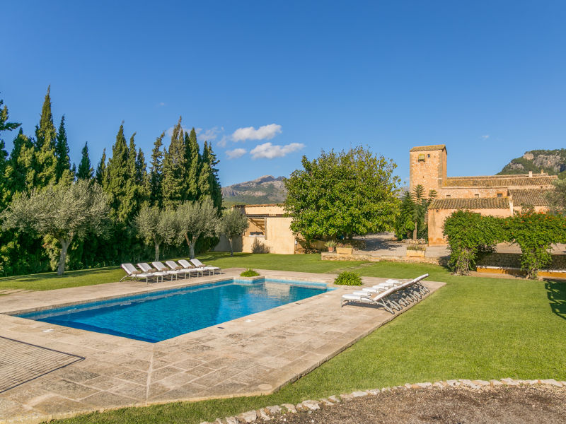 Villa Historical House Mallorca with Pool Sleeps 12-14 pers