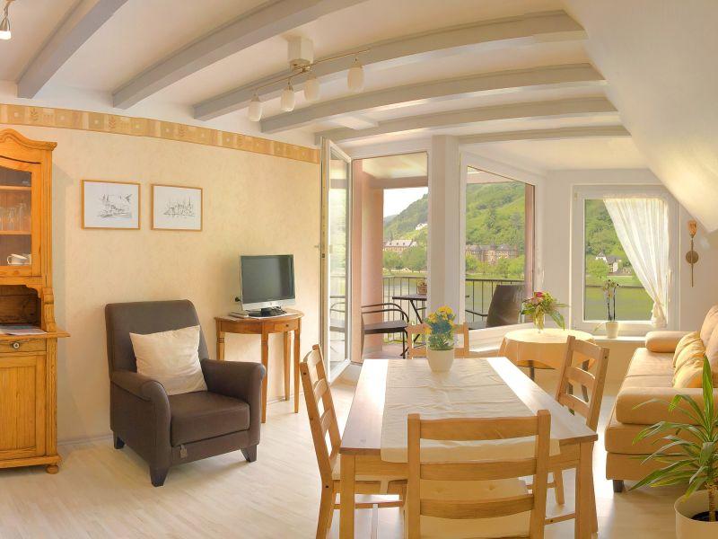 Ferienwohnung mit Balkon und Moselblick