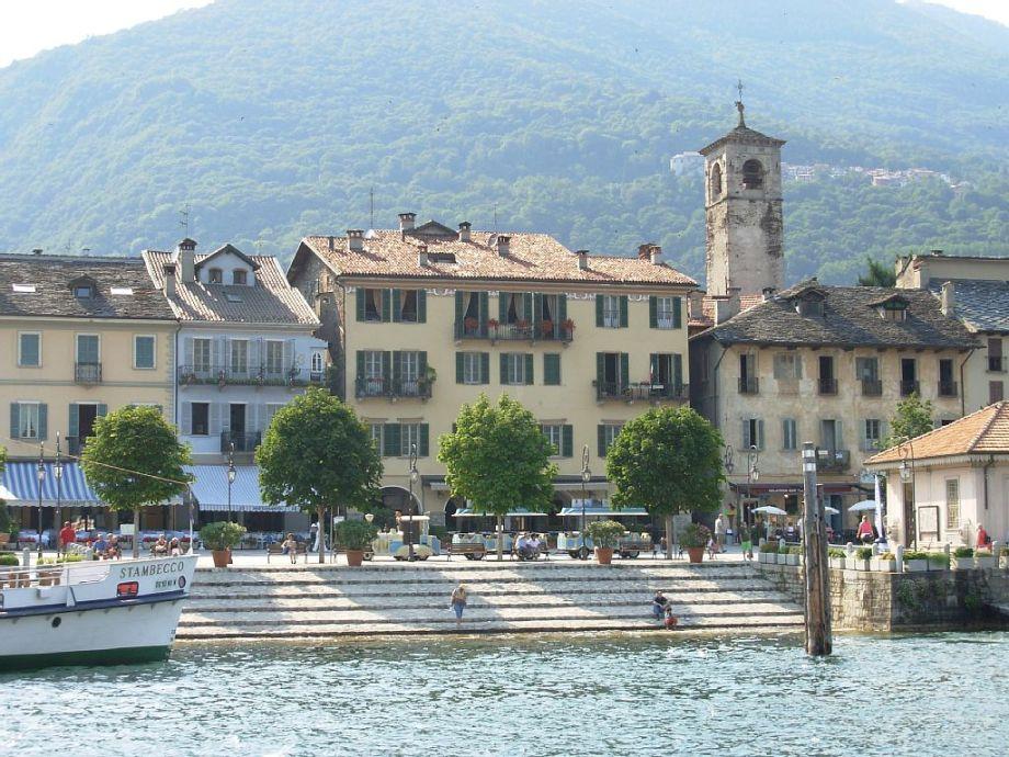 Außenaufnahme Tosca mit Terrasse am See