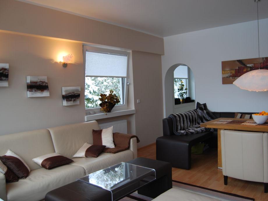Wohnzimmer: Ledersofa  + Essecke