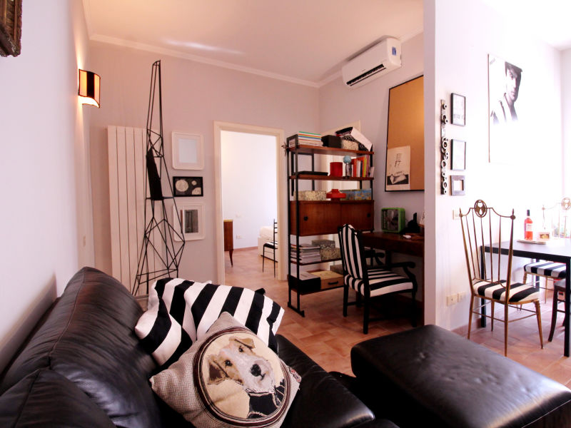 Groovy and Super-connected Apartment