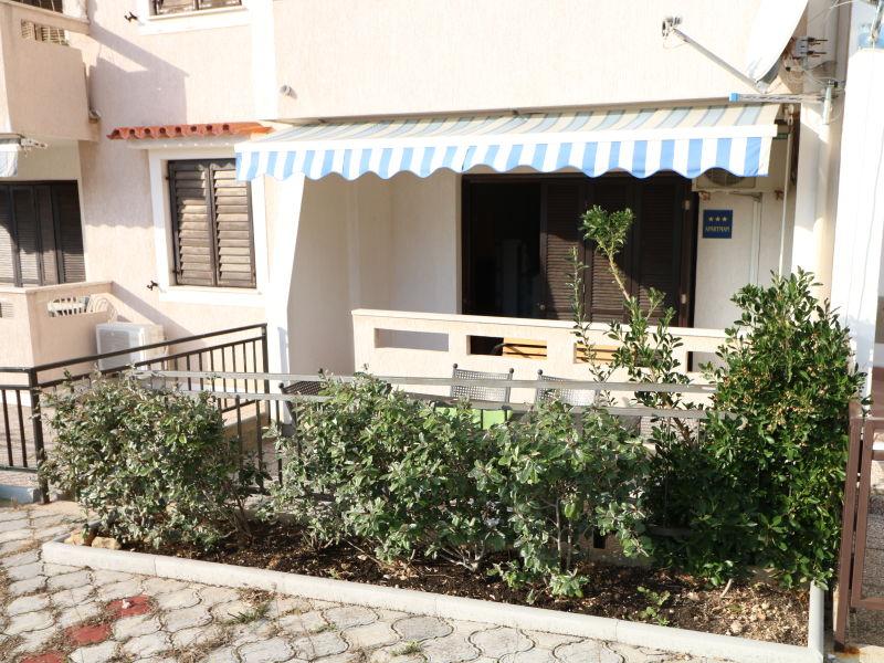 Ferienwohnung Mladen mit 2 Doppelzimmern und Terrasse