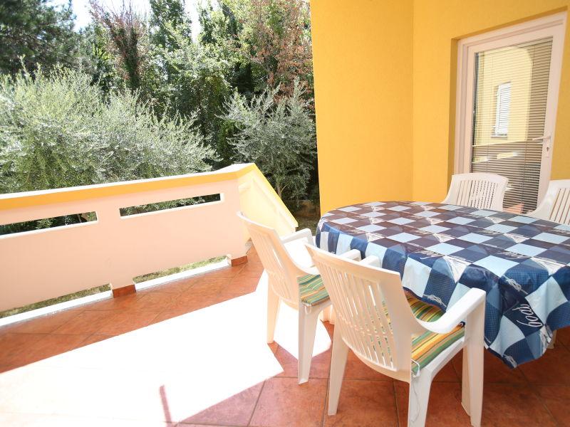 Ferienwohnung Ivanka mit 2 Doppelzimmern und Terrasse