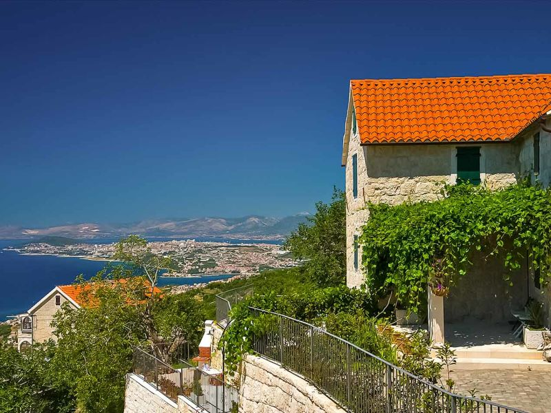 Villa Split View
