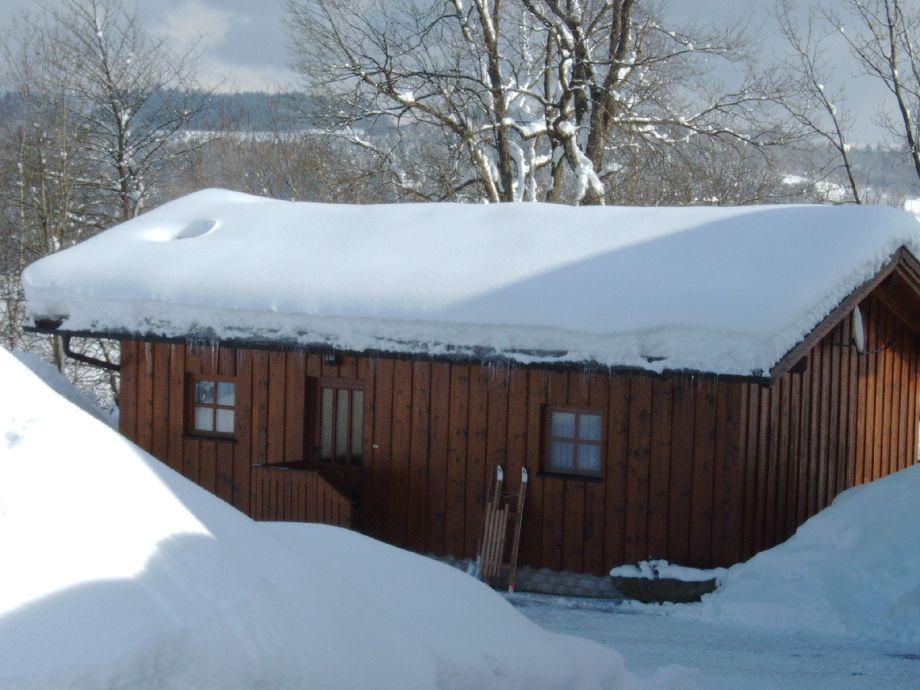 Schnee auf der Hütte