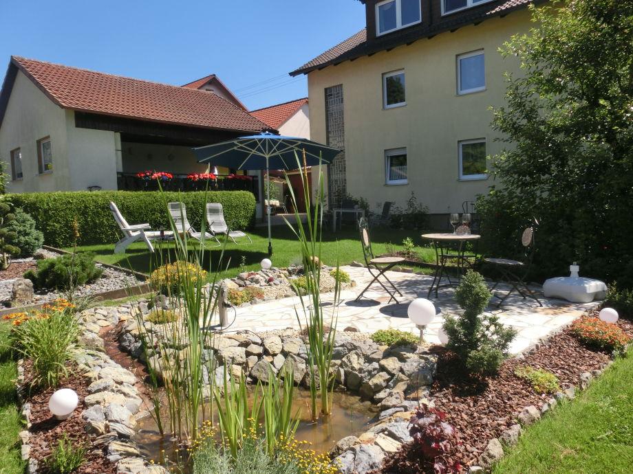 Liegewiese und Terrasse