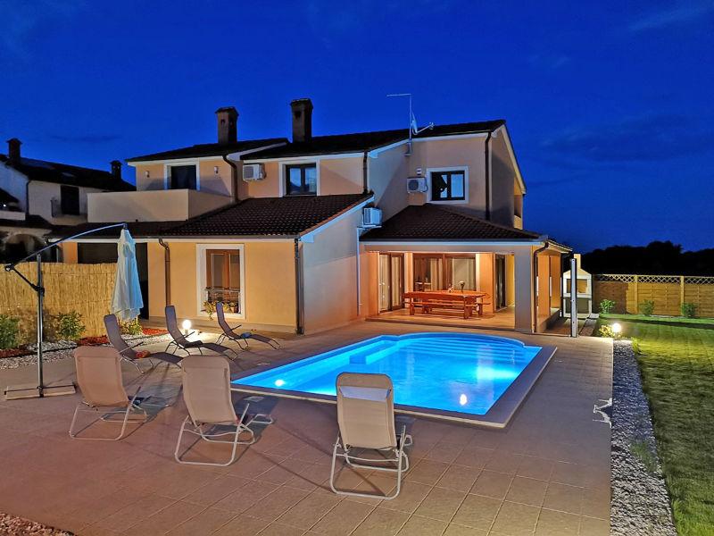 Ferienhaus Bartona mit Pool für 8