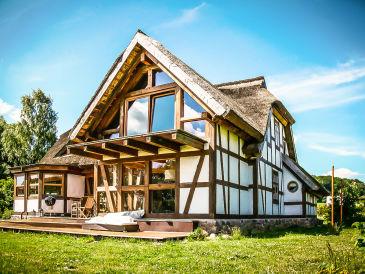Ferienhaus Fachwerkhaus am Bodden mit großen Garten, Teich