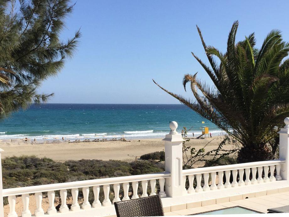 Terrasse am Strand mit Blick zum Meer