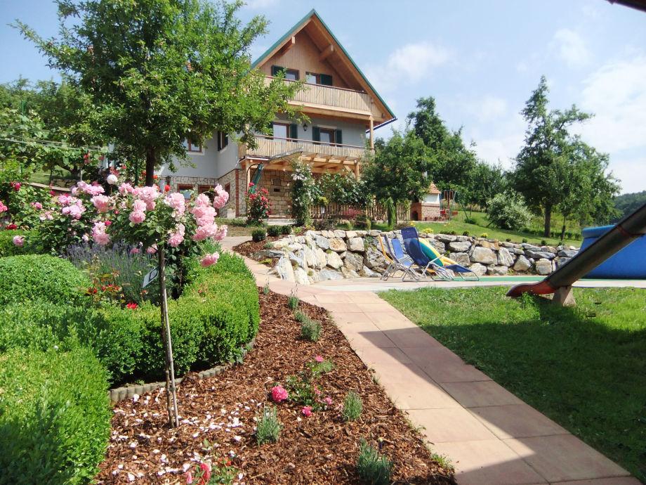 Unser Ferienhaus mit unserer neuen Gartenanlage