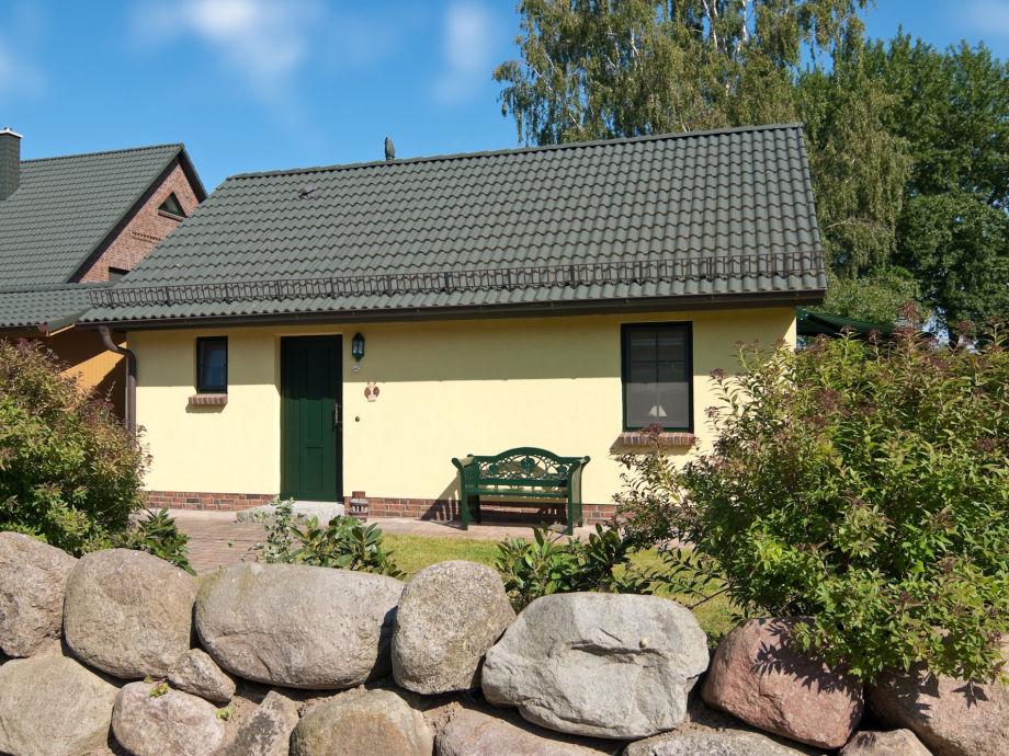 Eulenhaus mit Steinwall