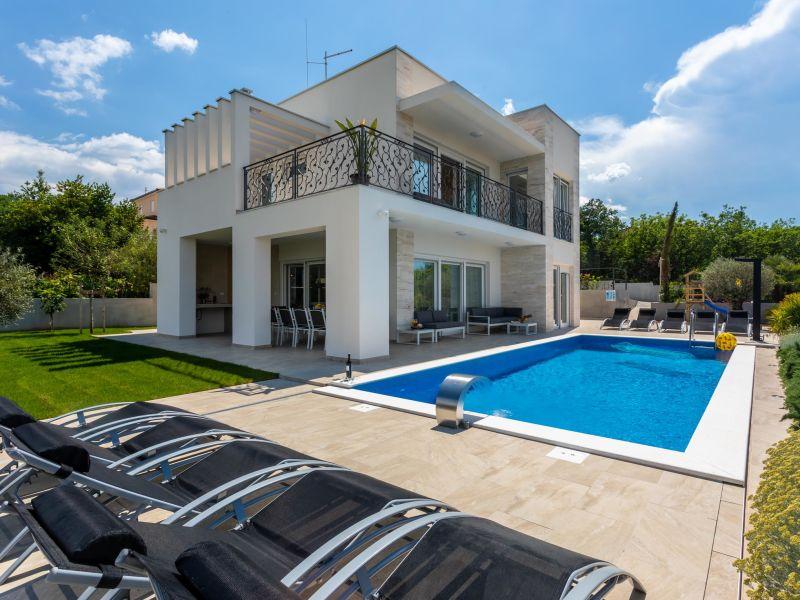 Villa mit Pool, Jacuzzi & Sauna