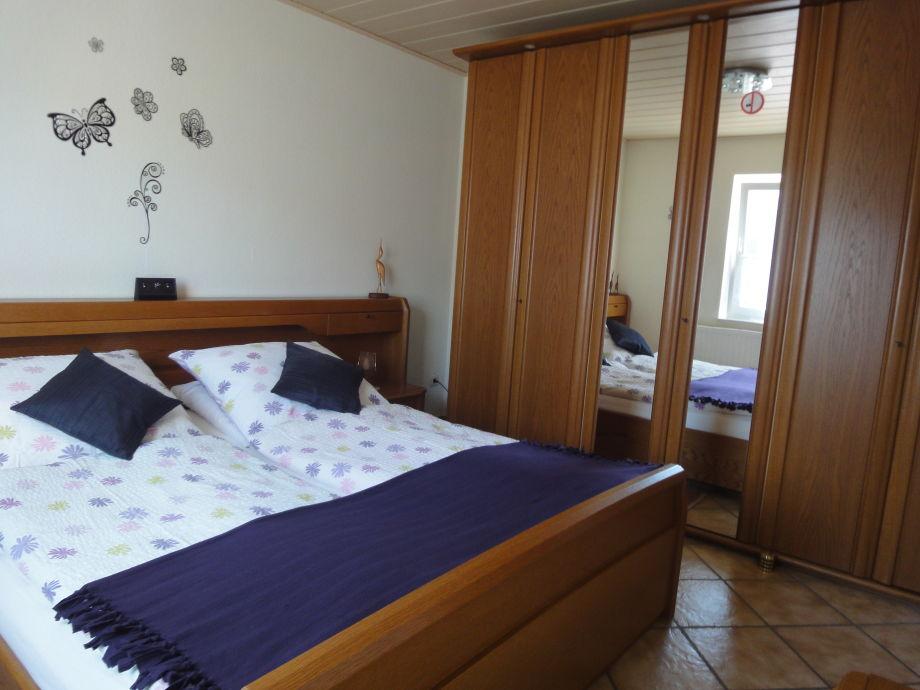 Schlafzimmer,verstellbares Lattenrost an beiden Seiten