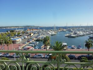 Holiday apartment at Bandol's port