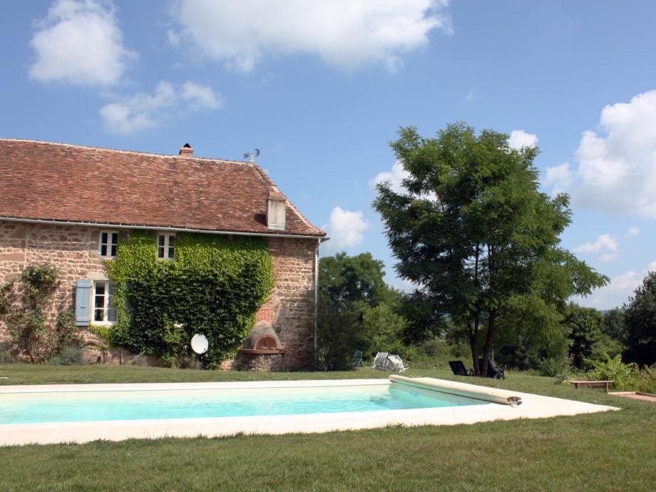 Pool mit Gîte