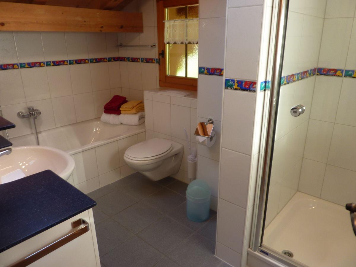 Ferienwohnung bachsbort schweiz grindelwald christian - Badezimmer mit dusche und badewanne ...