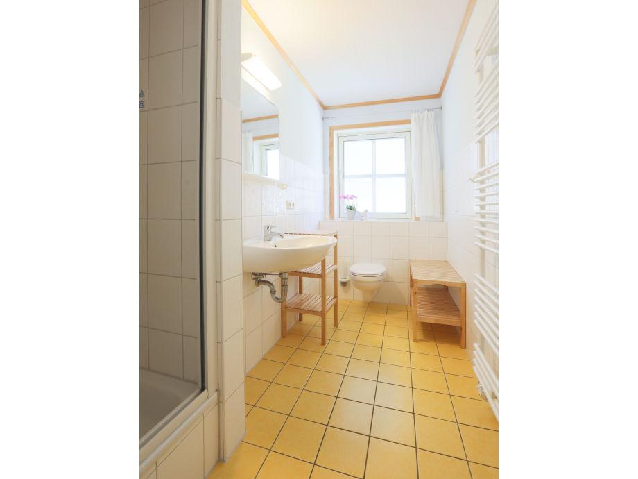 ferienwohnung 1 im strandhaus wiek mit balkon zum wasser r gen halbinsel wittow firma. Black Bedroom Furniture Sets. Home Design Ideas