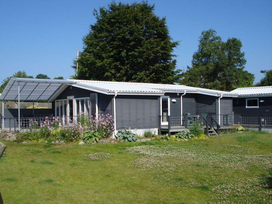 Das Feriehaus und Garten