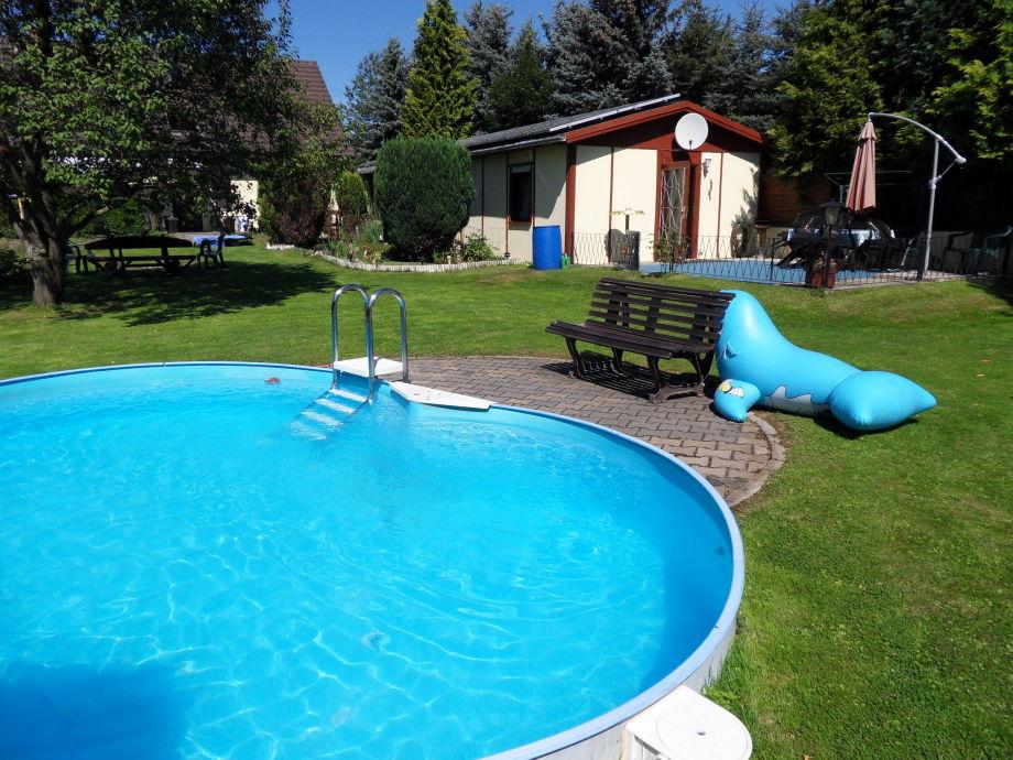 Außenaufnahme in Sachsen mit Terrasse und Pool