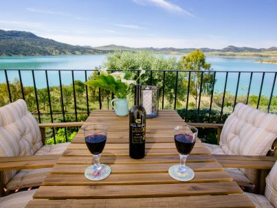 in Andalusischer Finca mit panoramischer Seeblick