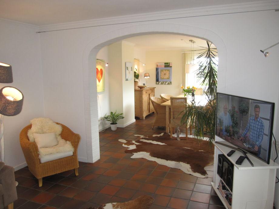 Blick v. Wohnzimmer ins Esszimmer