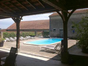 Holiday house Chateau Les Bardons / Castle