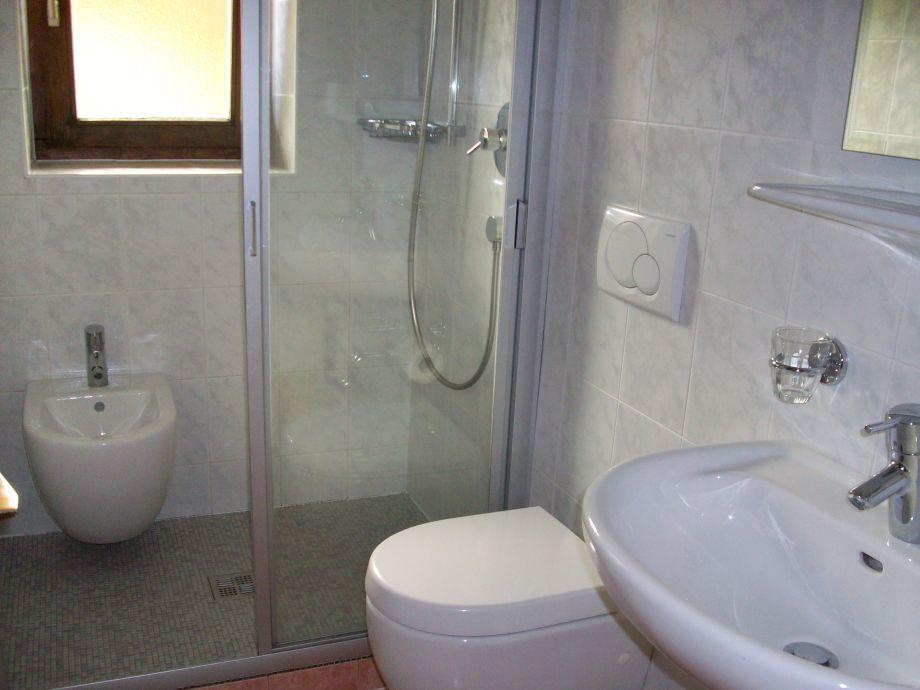 ferienwohnung 1 im bauernhof latschenhof 3 blumen. Black Bedroom Furniture Sets. Home Design Ideas